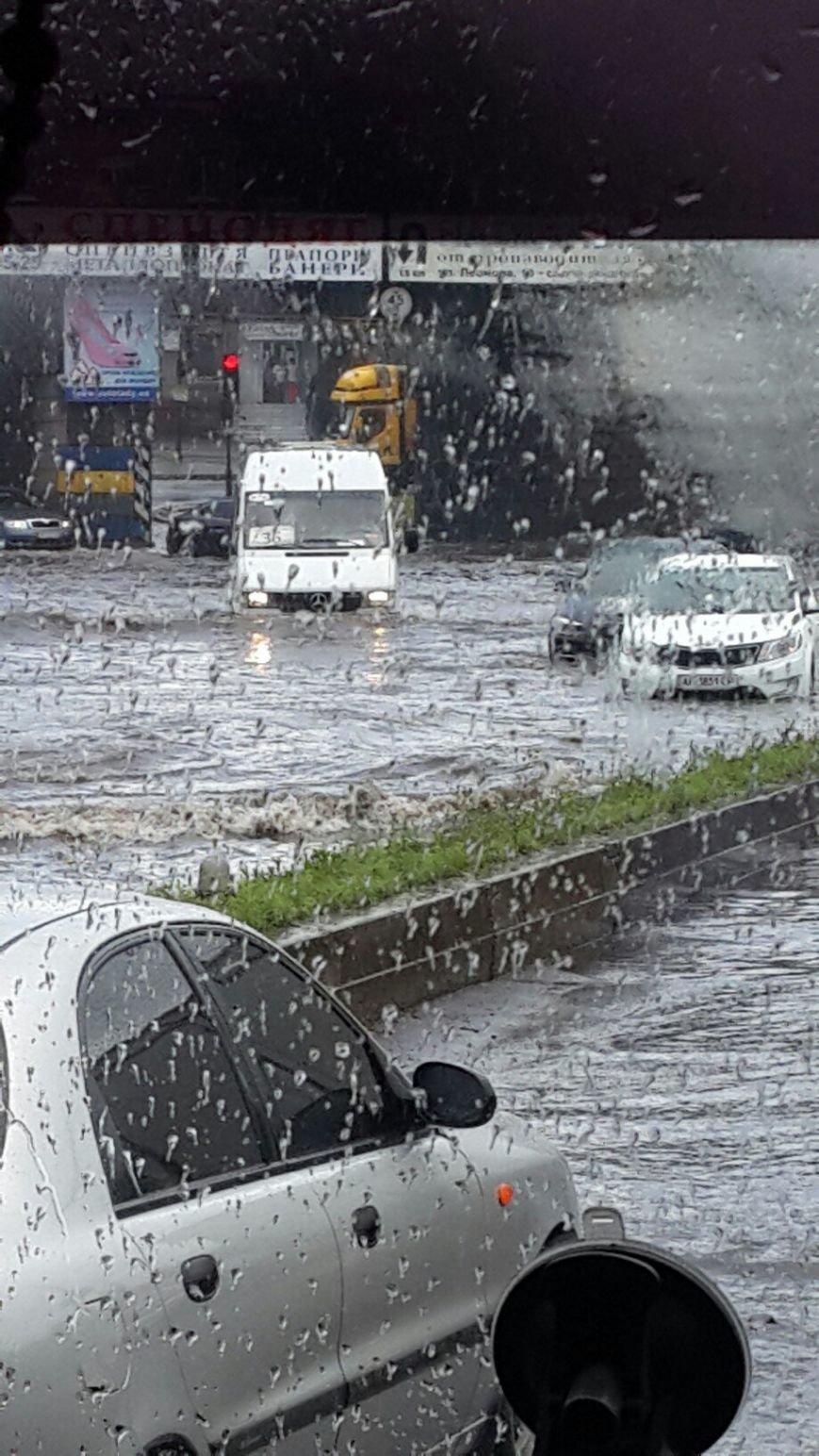 В Запорожье свирепствует непогода: город постепенно уходит под воду (ФОТО), - Дополняется (фото) - фото 5