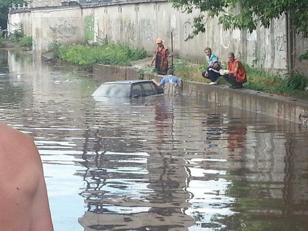 В Запорожье свирепствует непогода: город постепенно уходит под воду (ФОТО) (фото) - фото 6