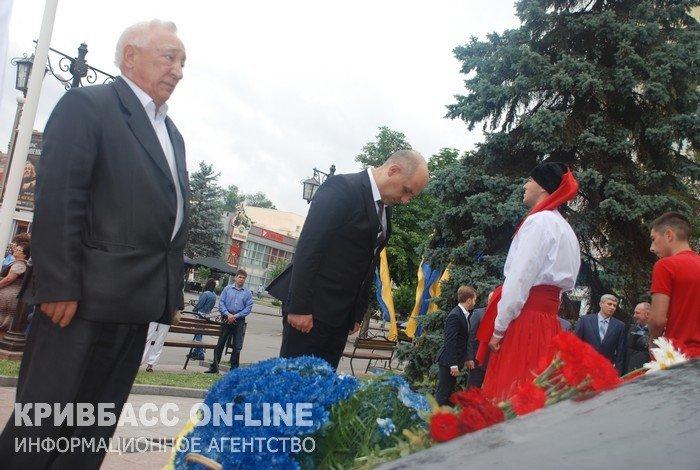 Кривой Рог отметил 19-ю годовщину Конституции Украины (ФОТО) (фото) - фото 1