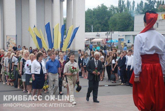 Кривой Рог отметил 19-ю годовщину Конституции Украины (ФОТО) (фото) - фото 2