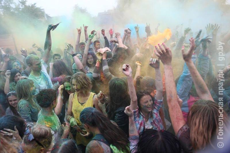 Впервые в Гомеле прошел праздник красок Холи (фото) (фото) - фото 9