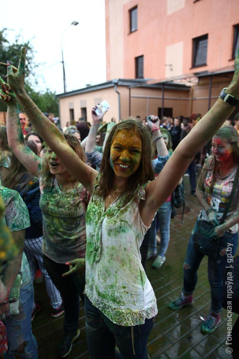 Впервые в Гомеле прошел праздник красок Холи (фото) (фото) - фото 3