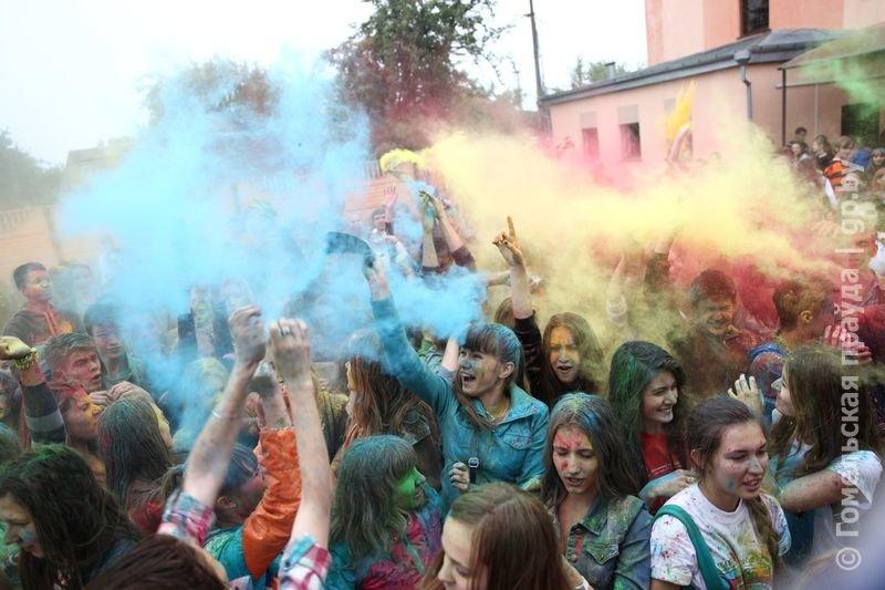Впервые в Гомеле прошел праздник красок Холи (фото) (фото) - фото 1