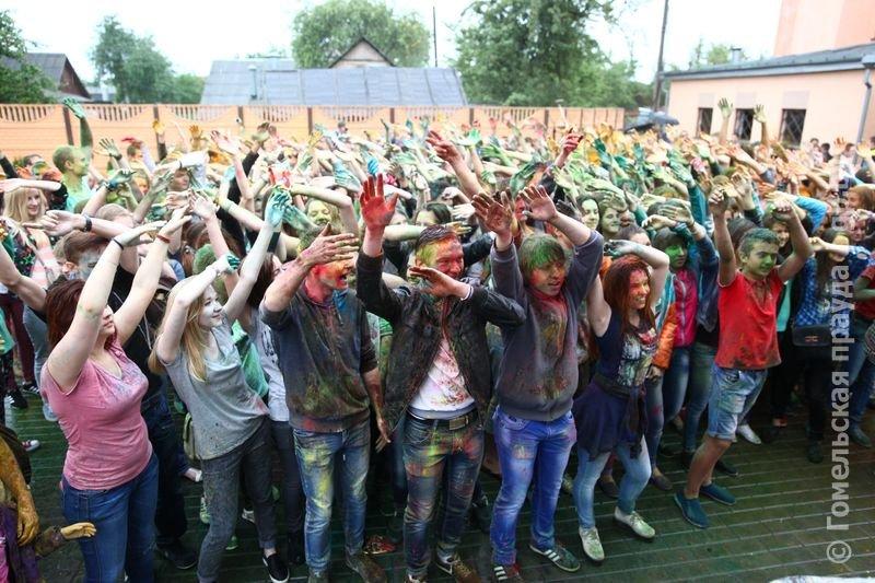 Впервые в Гомеле прошел праздник красок Холи (фото) (фото) - фото 8