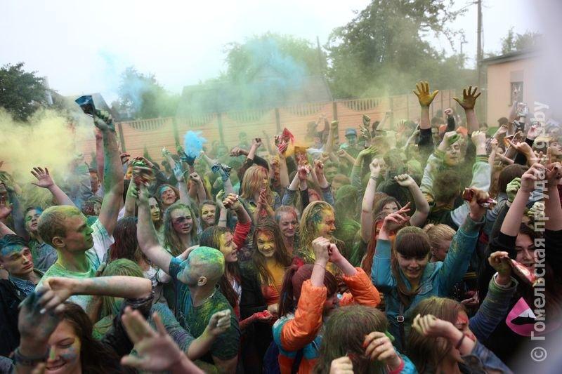 Впервые в Гомеле прошел праздник красок Холи (фото) (фото) - фото 6