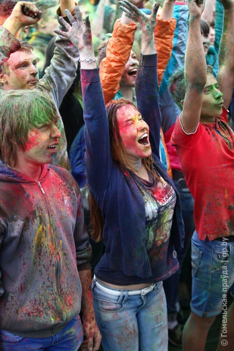 Впервые в Гомеле прошел праздник красок Холи (фото) (фото) - фото 4