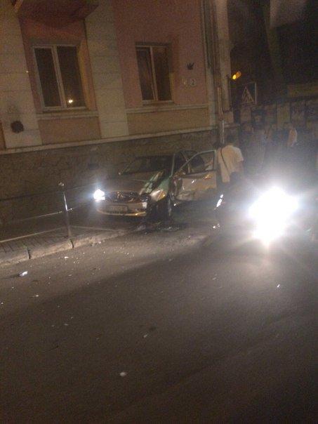 У центрі Тернополя  зіткнулися легківки (фотофакт) (фото) - фото 1
