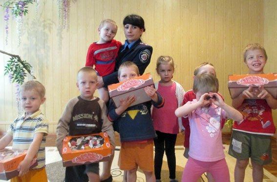 Дети реабилитационного центра Кременчуга ко дню Конституции получили подарки (ФОТО) (фото) - фото 2