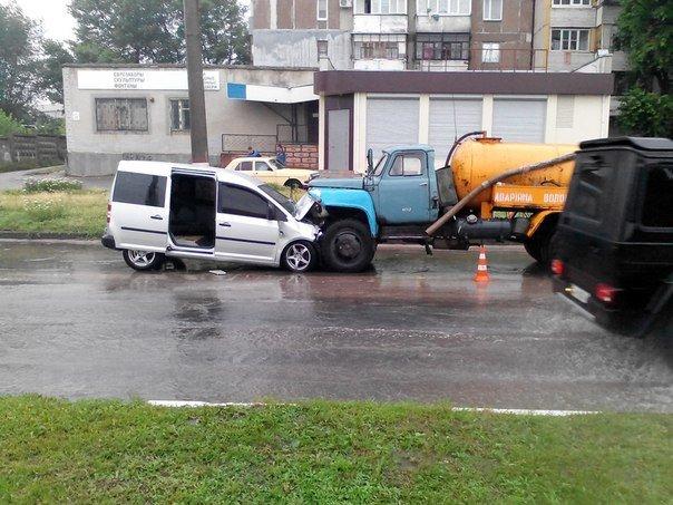 В Кировограде иномарка столкнулась «лоб в лоб» с грузовиком. ФОТО (фото) - фото 1
