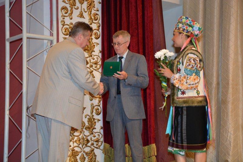 З нагоди Дня Конституції  п'яти чернівчанам вручили медаль «На славу Чернівців» (ФОТО) (фото) - фото 3