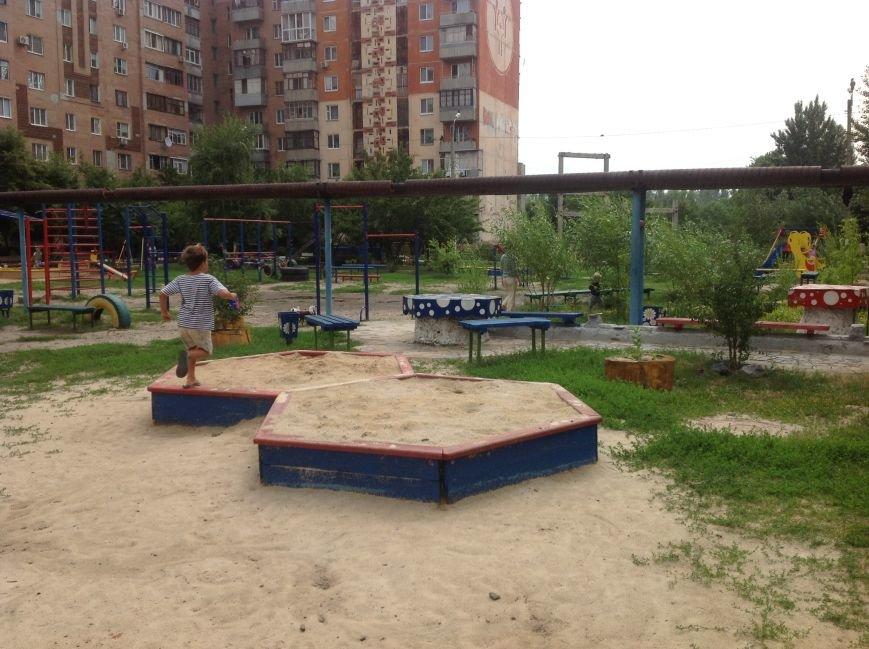 Европейский дворик рядом с высотками: харьковчанин своими силами создал современную зону отдыха, фото-11