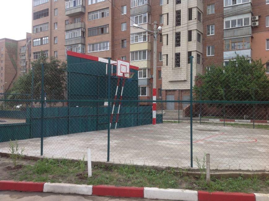 Европейский дворик рядом с высотками: харьковчанин своими силами создал современную зону отдыха, фото-9
