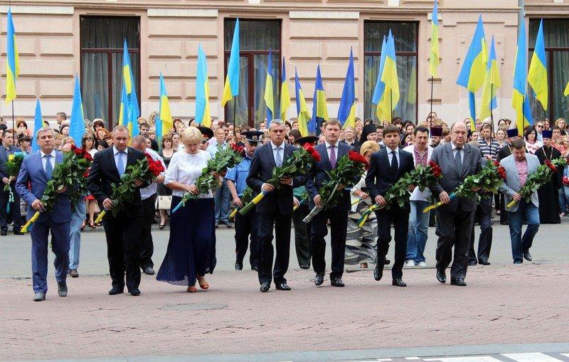 В Днепропетровске празднуют 19-ую годовщину Конституции (ФОТО) (фото) - фото 1