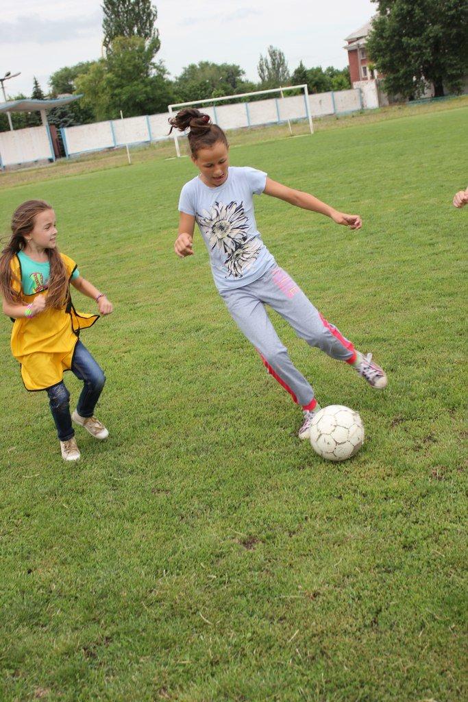 Школьники Димитрова завершили лагерную смену футбольным турниром (ФОТО) (фото) - фото 14