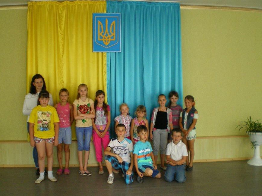 В Димитрове учащиеся начальных классов изучали украинскую Конституцию (фото) - фото 2