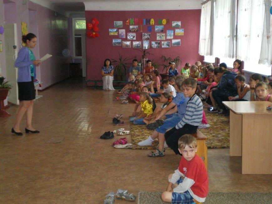 В Димитрове учащиеся начальных классов изучали украинскую Конституцию (фото) - фото 1