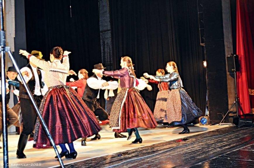 У Чернівцях угорці організували благодійний концерт. Зібрані кошти передали воїнам АТО ФОТО) (фото) - фото 3