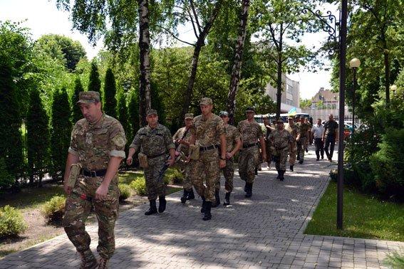 Правоохоронці Львівської залізниці, які перебували на передовій повернулись додому (ФОТО) (фото) - фото 1