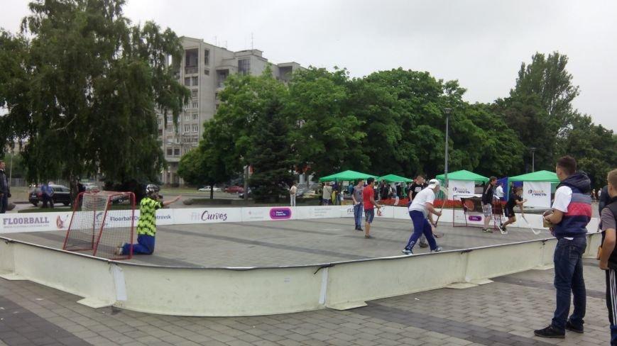 Как отмечают День Конституции в Днепропетровске (ФОТО) (фото) - фото 1