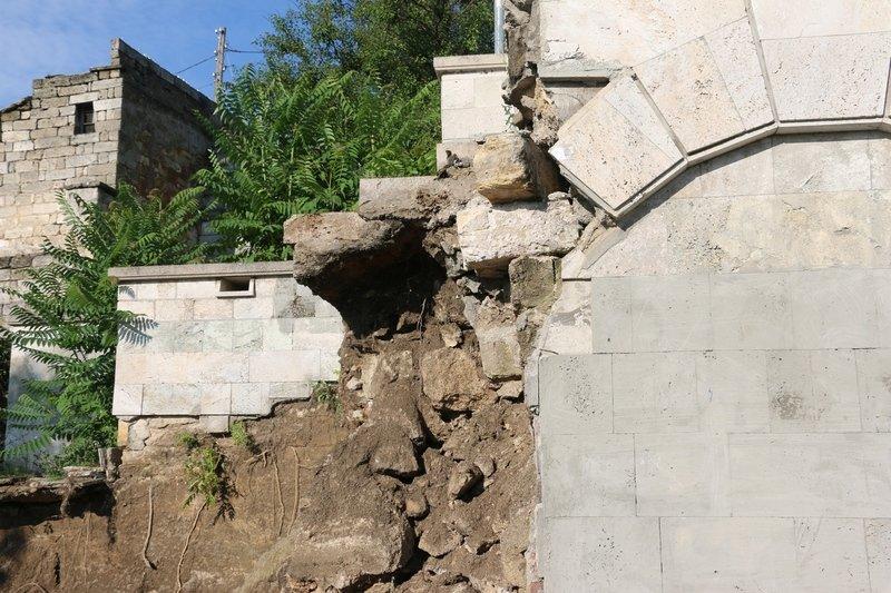 В Керчи обрушилась часть знаменитой Митридатской лестницы (ФОТОФАКТ) (фото) - фото 4