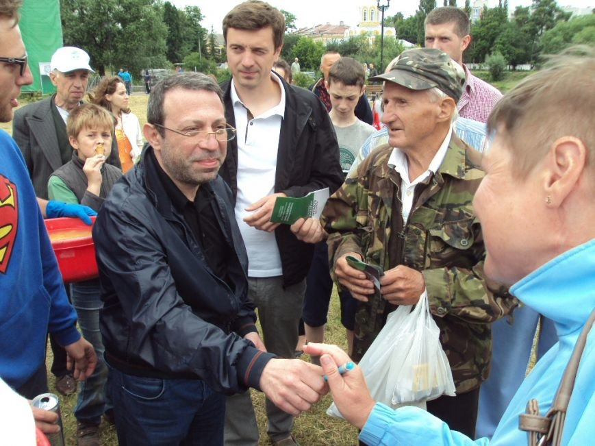 Геннадий Корбан накормил жителей Чернигова наваристой ухой с укропом (фото) - фото 4