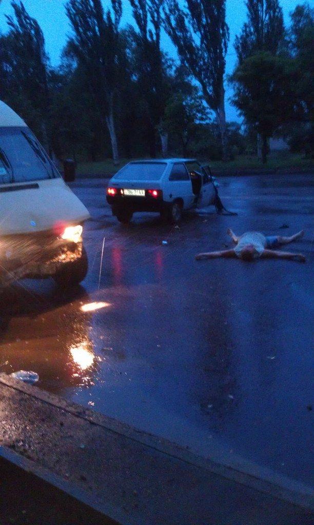 ДТП в Кривом Роге: от столкновения с маршруткой водитель и пасажирка «Таврии» вылетели через лобовое стекло  (ФОТО) (фото) - фото 1