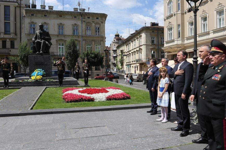 Як у Львові відзначили День Конституції (фото) - фото 4