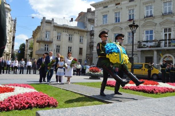 Як у Львові відзначили День Конституції (фото) - фото 1