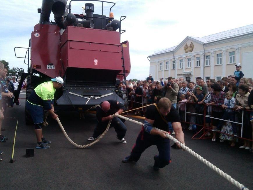 В Гомельской области рекорд по буксировке белорусского комбайна установили украинцы (фото) - фото 2