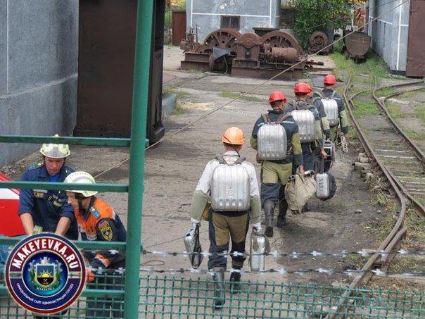 «Попал снаряд, горит котельная...» На шахте им. Бажанова прошли тактико-специальные учения МЧС (фото) - фото 1