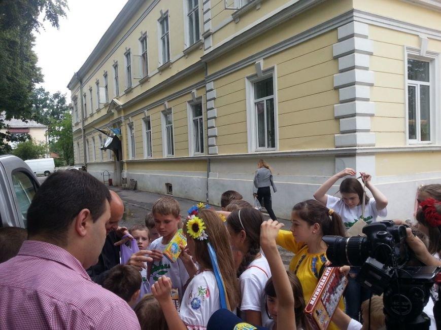 «Батьківщинівці» з  подарунками навідалися до дітей з Луганщини, які відпочивають  у буковинському таборі «Вербиченька» (ФОТО) (фото) - фото 3