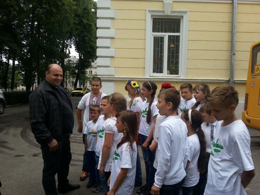 «Батьківщинівці» з  подарунками навідалися до дітей з Луганщини, які відпочивають  у буковинському таборі «Вербиченька» (ФОТО) (фото) - фото 4
