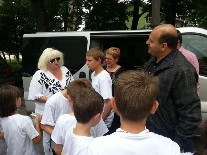 «Батьківщинівці» з  подарунками навідалися до дітей з Луганщини, які відпочивають  у буковинському таборі «Вербиченька» (ФОТО) (фото) - фото 2