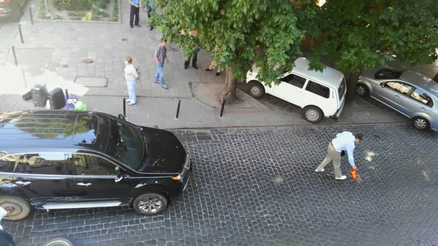 У центрі Львова не розминулись дві іномарки. Рух транспорту паралізовано, фото-2