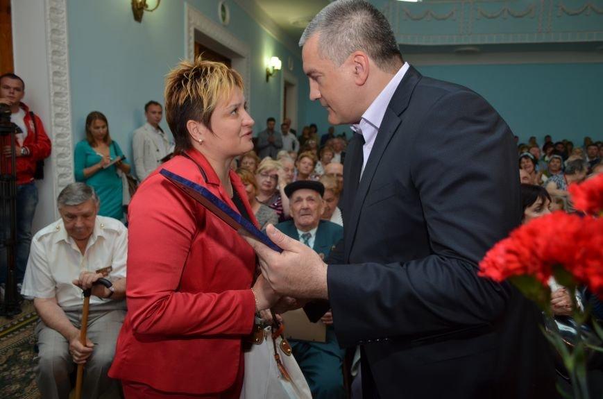 Аксенов пообещал сделать все возможное, чтобы крымским ветеранам жилось комфортно (ФОТО), фото-9