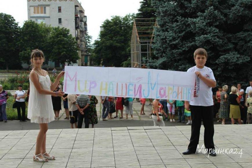 Жители Марьинки вышли на антивоенный флешмоб (фото) - фото 1