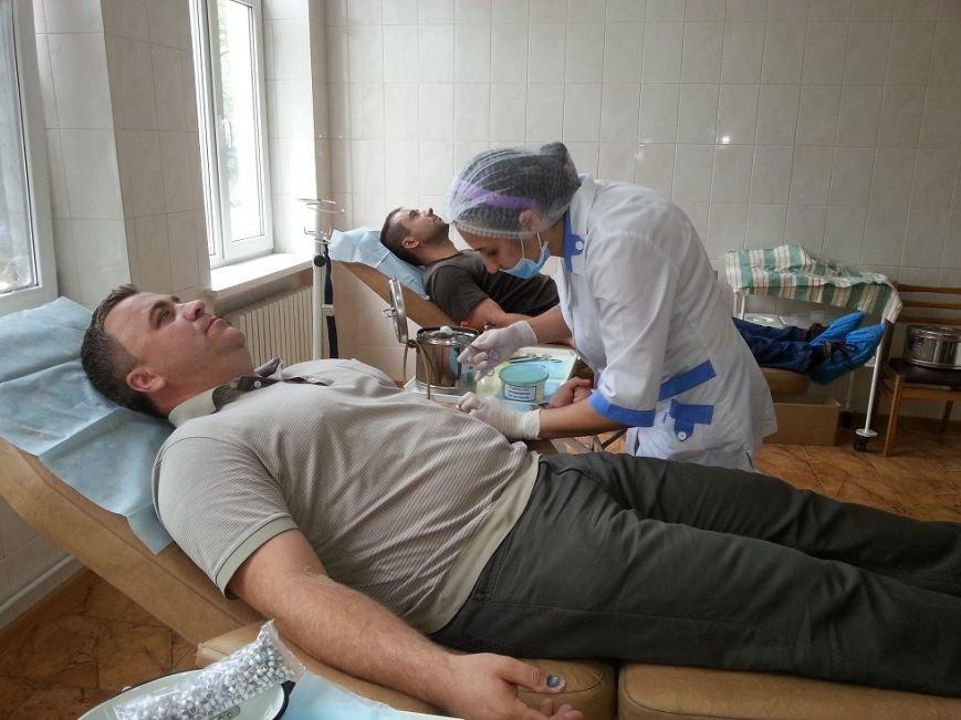 У Чернівцях  «батьківщинівці» здали кров для військових в зоні  АТО (ФОТО) (фото) - фото 3