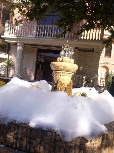В центре Симферополя вспенился фонтан (ФОТОФАКТ) (фото) - фото 2