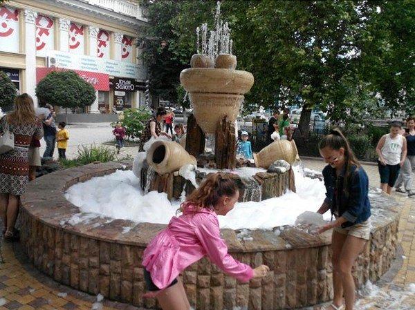 В центре Симферополя вспенился фонтан (ФОТОФАКТ) (фото) - фото 3