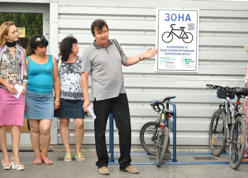 ФК «Металлург» получил туристический QR-код и велопарковку (фото) - фото 1