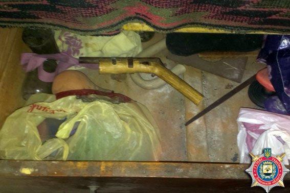 У жителя Димитрова правоохранители изъяли самодельный огнестрел (фото) - фото 1