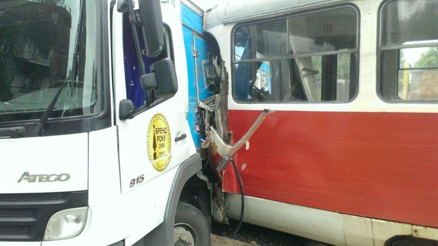 Трамвай столкнулся с грузовиком. ДТП произошло на левом берегу в Днепропетровске (ФОТО) (фото) - фото 4