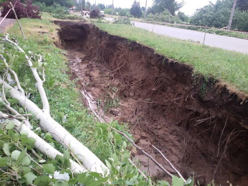 В Запорожье непогода размыла ямы возле канализаций (ФОТО), фото-4