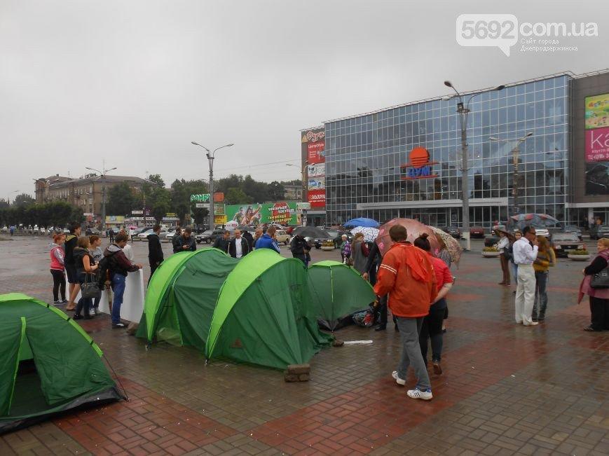 В Днепродзержинске появился мини-палаточный городок протестующих (Обновлено) (фото) - фото 6