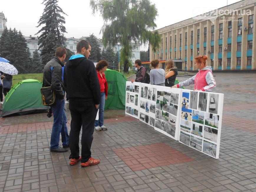 В Днепродзержинске появился мини-палаточный городок протестующих (Обновлено) (фото) - фото 1