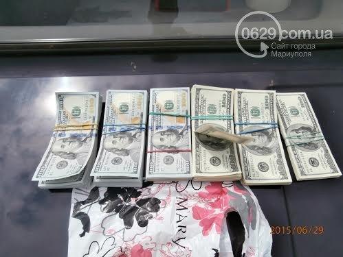 Под Мариуполем задержали водителя, который пытался провезти 55 тысяч долларов на территорию «ДНР» (фото) - фото 1
