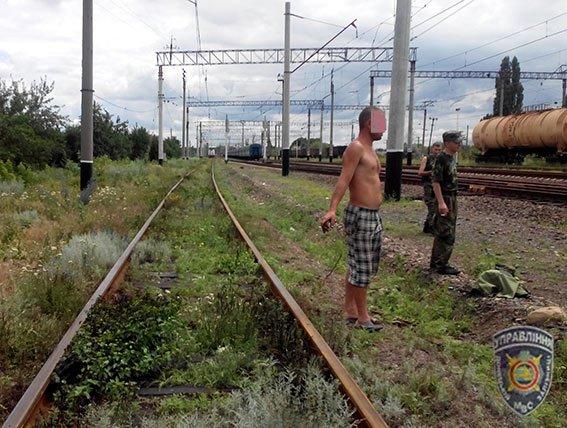 Сотрудники линейного отдела на станции Славянск задержали вора-рецидивиста, который «унес» железнодорожные детали (фото) - фото 1