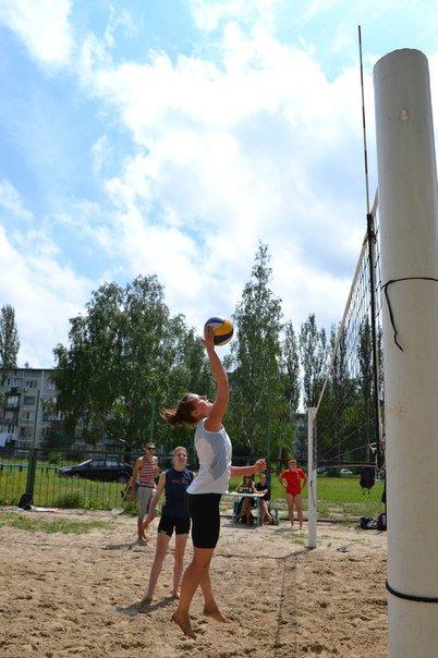 Родинские  волейболистки  выиграли  турнир по пляжному волейболу в Димитрове (фото) - фото 1