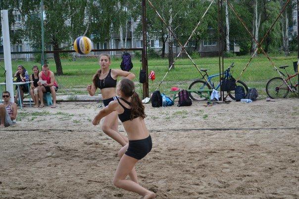 Родинские  волейболистки  выиграли  турнир по пляжному волейболу в Димитрове (фото) - фото 2