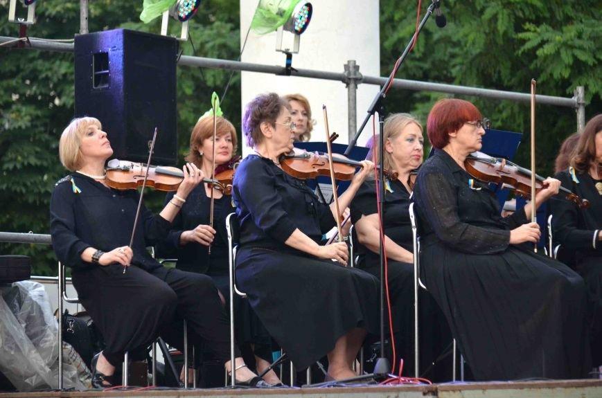 В Запорожье ко Дню Конституции под открытым небом выступил симфонический оркестр (ФОТО), фото-13